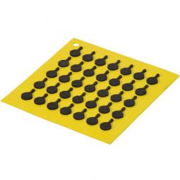 Подставка квадратная с логотипом сковороды, 19 см. желтая. LODGE \ AS7S21