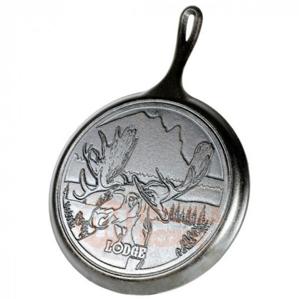 Чугунная сковорода блинная круглая Wildlife Series Moose 26 см Lodge \ L9OGWLMO